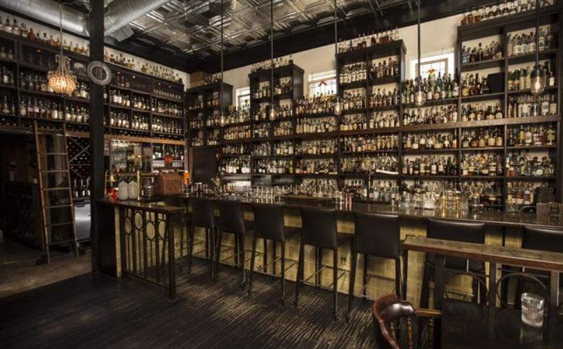 bares de whisky donde disfrutar de buen whisky retro